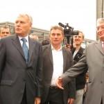 Yves Daniel, entouré de deux promoteur de l'aéroport Jean-Marc Ayrault et Jacques Auxiette.