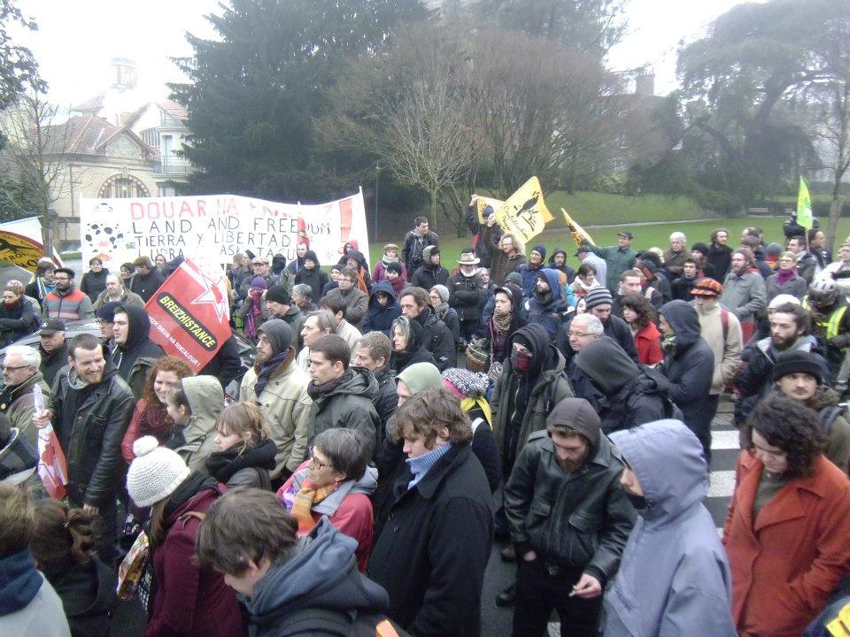 Succés de la mobilisation à Rennes devant le conseil régional contre l'aéroport de NDDL !