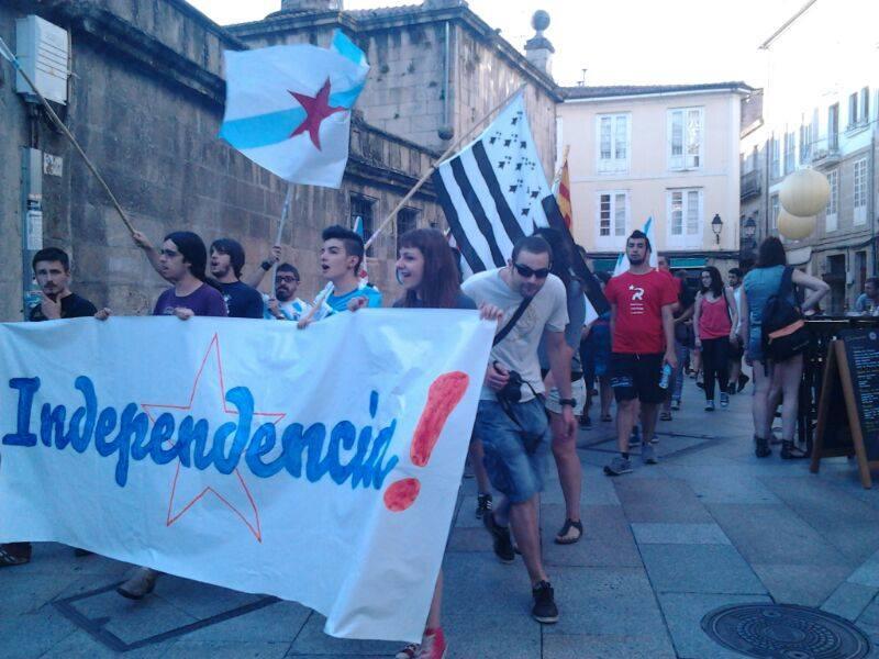 Ar Gwenn-ha-du en ur vanif aozet gant tud Yaouank ISCA e Ourense d'an 23/07  !