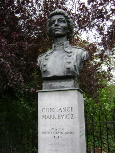 Constance_Markiewicz_in_st_stephens_green