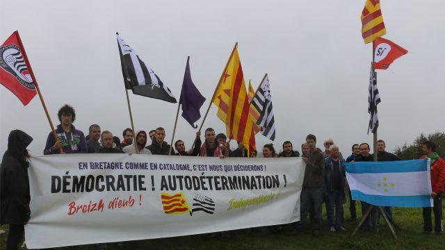 Déclaration de solidarité avec le peuple Catalan des organisations indépendantistes des nations sans Etat sous domination française dans Askapena UNE_Bretagne_Info_Marche_Solidaire_Referendum_Catalogne_Kerzhadeg_Kengred_Breizh_Katalonia_Solidaritat_Catalunya_Paisos_Catalans-640x360